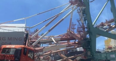 Pelabuhan Kaohsiung Roboh di tabrak Kapal Kontainer OOCL, Dua Terjebak, Satu Terluka