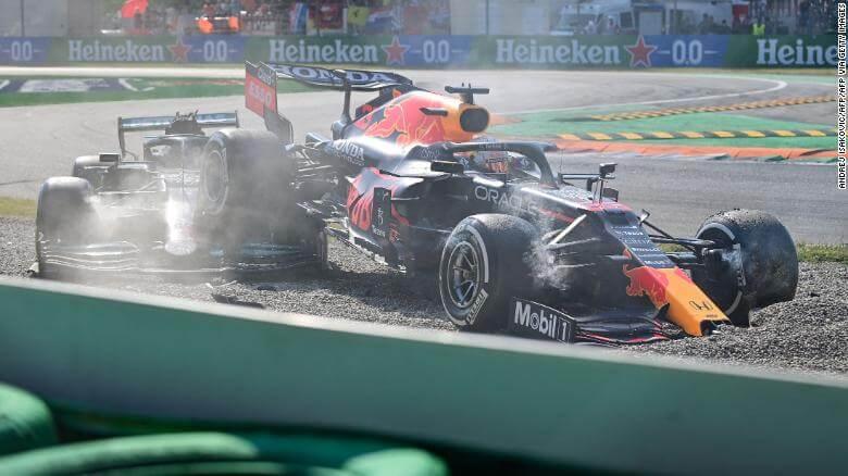 Lewis-Hamilton-dan-Max-Verstappen-Bertabrakan